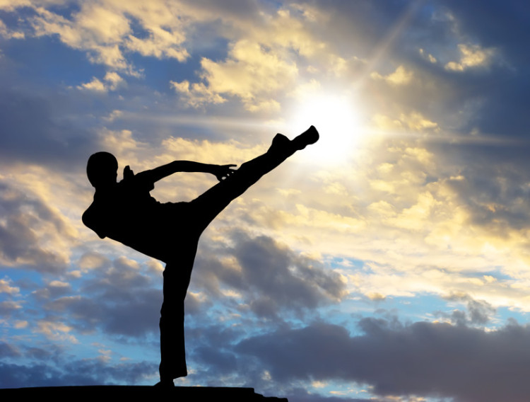 Fighter kicking: A visual metaphor for detox